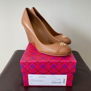 Tory Burch Jolie Wedge Closed Toe Royal Tan 8.5